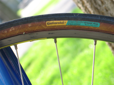 Picture of the tires of the Cannondale SR400